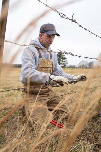 Barbed wire install